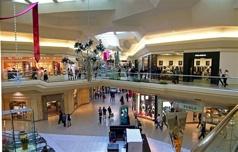 Garden State Plaza Jewelry File Mall At Interior Jpg Wikimedia Commons