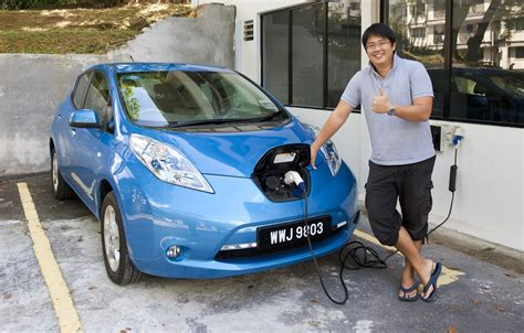nissan b12g nissan leaf test drive review six weeks with an ev image