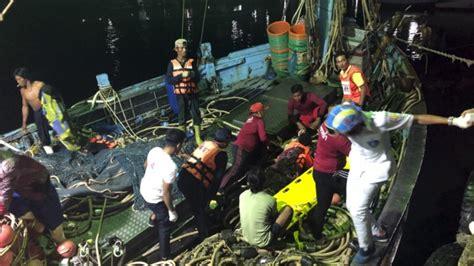 tourist boat sinks thailand 10 dead dozens missing as tourist boat sinks in thailand