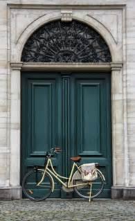 Front Door Windows Inspiration Choose The Best Color For Your Front Door Decor10