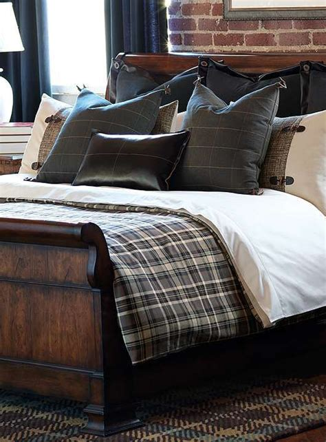 masculine bedding best 25 lodge bedroom ideas on pinterest plaid bedroom