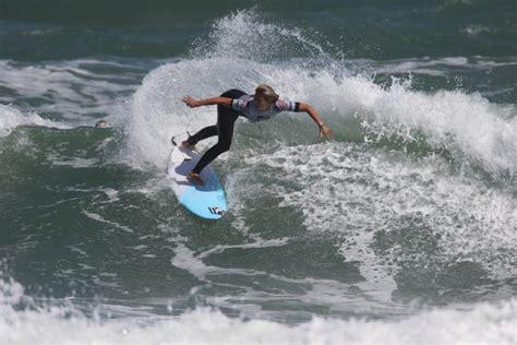robbie boy surfer surfer robbie goodwin
