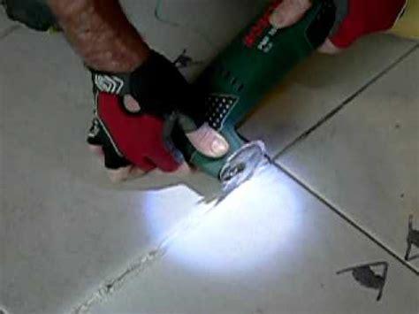 comment retirer enlever un joint de carrelage how to remove a grout between tiles