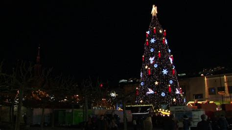 the world s largest christmas tree adorns the dortmund