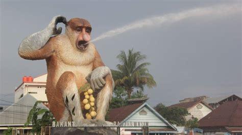 Ac Panasonic Di Banjarmasin penakan patung bekantan besar yang jadi ikon wisata