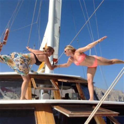 yoga vakanties reizen retreats op een klassiek zeilschip yoga zeilen deluxe yogacruisenl