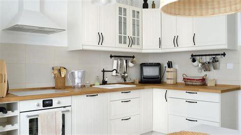 decoracion de cocinas de color blanco baldosa hidraulica