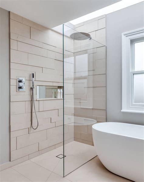 ablauf dusche ebenerdige dusche mit glastrennwand und unsichtbarem