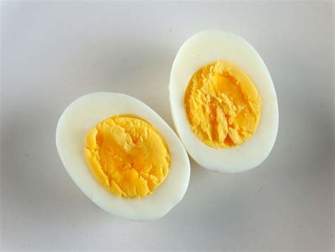 come si cucina un uovo sodo ricetta uovo sodo donna moderna