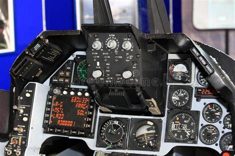 cabina di pilotaggio di un aereo cabina di pilotaggio dell aereo da caccia immagine stock