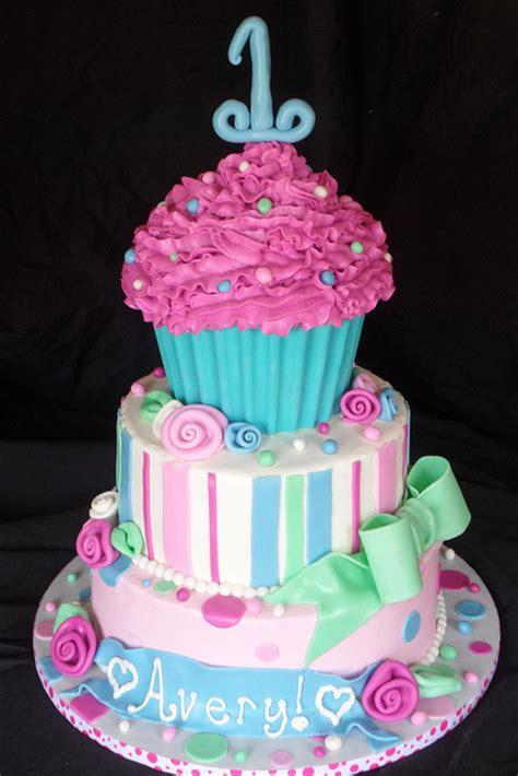 Cupcake Birthday Cake by Cake Size Cupcakes
