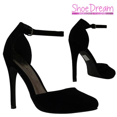 High Heels Um Black black heels with ankle closed toe