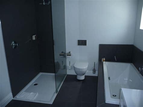 dusche in badewanne bild quot badewanne wc und dusche quot zu the three boutique