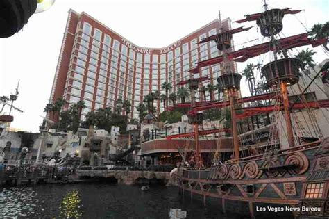 pirate themed hotel vegas willgoto united states las vegas entertainment and