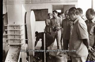 Haryono Suyuno Mengubah Loyang Menjadi Emas sistem dan struktur politik ekonomi indonesia era orde baru