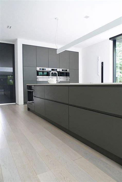 minimal kitchen a170014 pinterest minimal cupboard and kitchens clean lines minimalist cupboard doors colour scheme