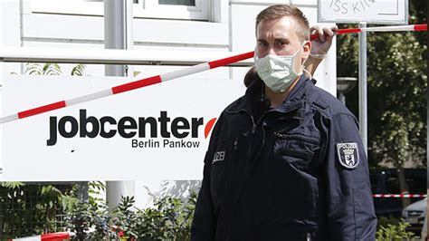 Jobcenter Beltgens Garten by Ebola Verdacht In Berlin Mehrere Menschen In Klinik