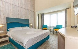 """Результат поиска изображений по запросу """"Камера Сейчас Mirage Family Suite Hotel"""". Размер: 255 х 160. Источник: hotelriviera.ro"""
