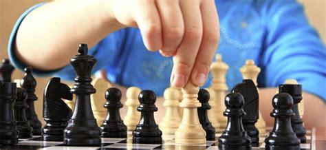 imagenes de niños jugando ajedrez se dictar 225 n clases de ajedrez para ni 241 os y adolescentes en