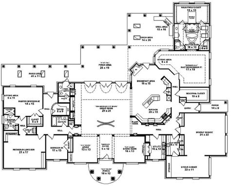 5 bedroom one story floor plans 653898 one story 3 bedroom 4 bath mediterranean style house plan house plans floor plans