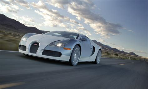 bugatti veyron ss 16 4 bugatti veyron 16 4 front side view in motion fastest