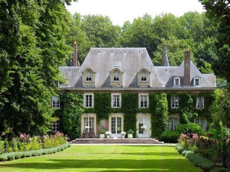 the garden of this normandy style country