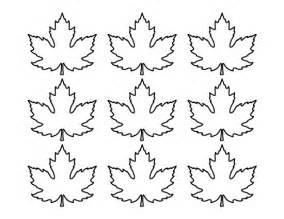 small template to print printable small maple leaf pattern use the pattern for