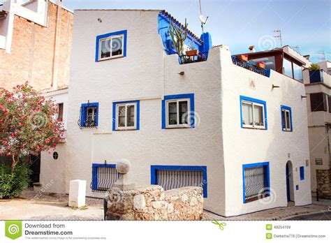 blue house with a blue window blue his house with a blue window 28 images a white country house with blue frame