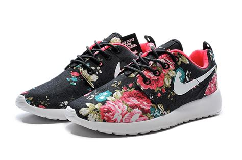 imagenes de tenis nike kaishi 511882 808 nike roshe run womens painted black red flowers