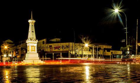 foto jogja sejarah tugu pal putih yang menjadi icon kota yogyakarta