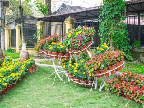 How To Make A Beautiful Flower Garden Create Beautiful Garden On Your Home With Flower Garden Ideas Midcityeast