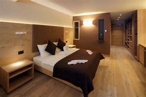 reception stanze d albergo in stile montano del trentino