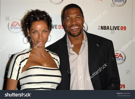 are nicole murphy michael strahan eloping nicole murphy and michael strahan at the launch party for