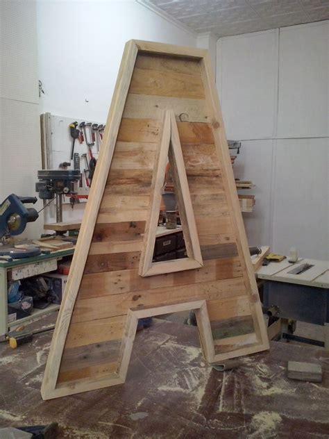 regalar muebles usados letras abecedario realizadas con maderas de palets