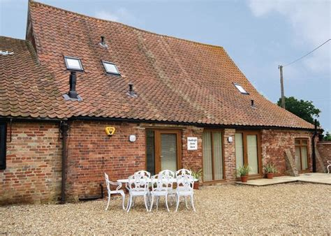 Hadleigh Farm Barn Ashwicken Norfolk Dog Friendly Norfolk Cottages Friendly