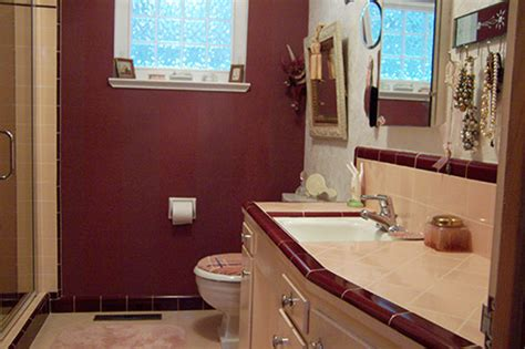 mauve bathroom marsha saves her peach tile bathroom with help from b w