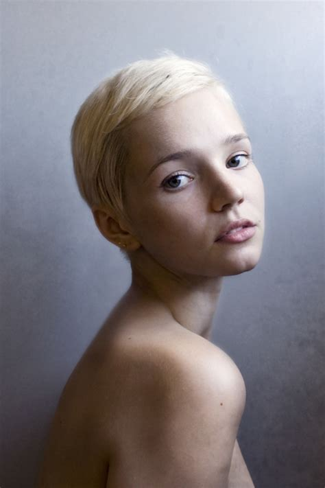 short blonde cropped hair 20 chic pixie hairstyles for short hair pretty designs