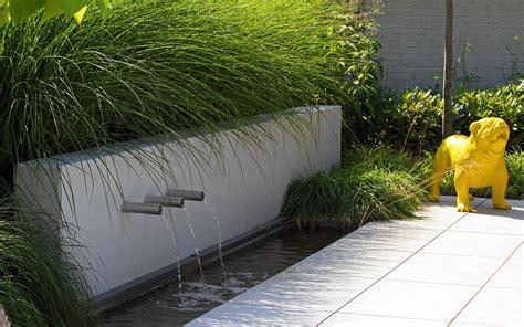 Kleine Tuinen Voorbeelden by Kleine Moderne Tuin Met Keramische Tegels Stoop Tuinen