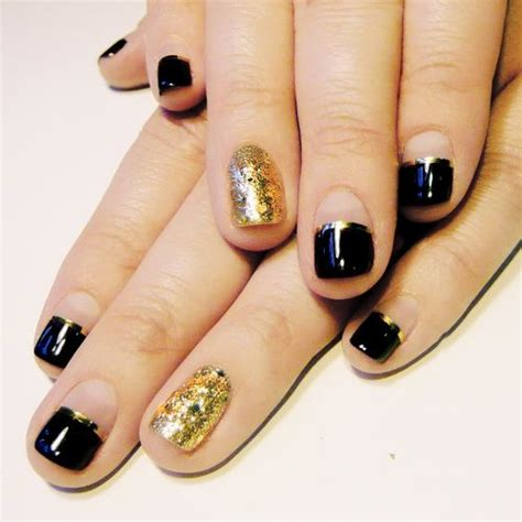 Nägel In Schwarz 3438 by Best 25 Black Gold Nails Ideas On Matt Nails
