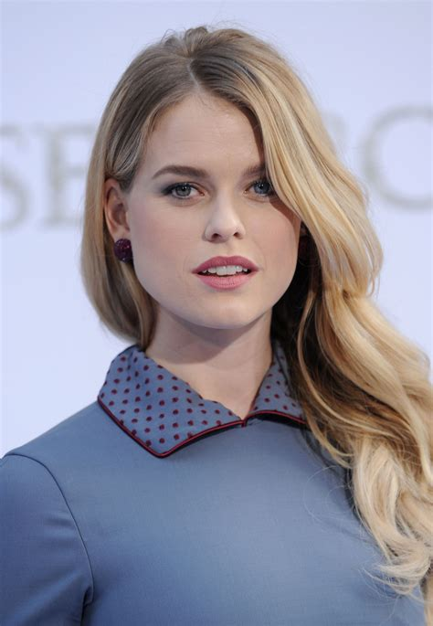 classify englishhollywood actress alice eve  blonde   blue eye   green eye