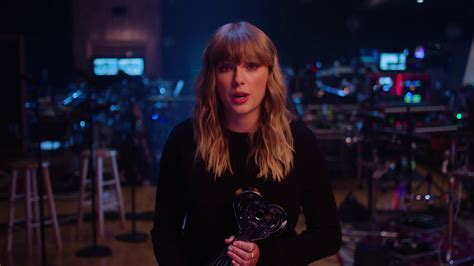 taylor swift ama awards 2018 youtube taylor swift acceptance speech female artist of the year