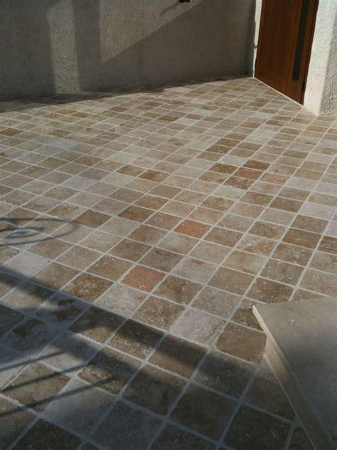 idrorepellente per pavimenti foto trattamento pavimento esterno in travertino con