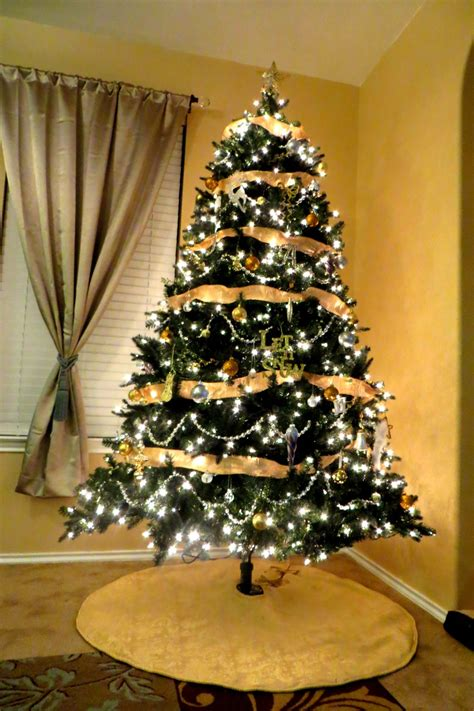 gold silver christmas tree holiday inspiration