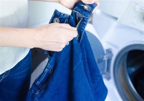 Mesin Cuci Terbaik perhatikan resleting pakaian sebelum mencuci baju dengan
