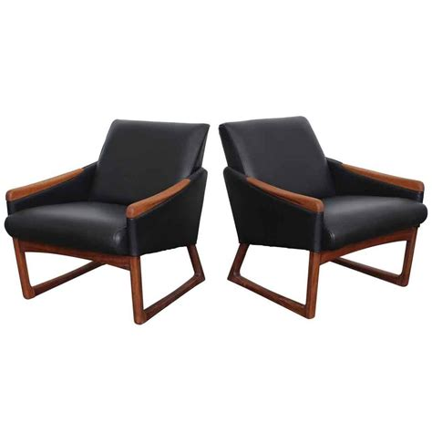 mid century leather chair mid century modern leather lounge chairs at 1stdibs