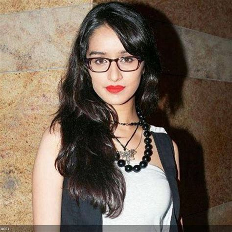 actor with thick rimmed glasses shraddha kapoor aashiqui 2 actress looks fashionable in a