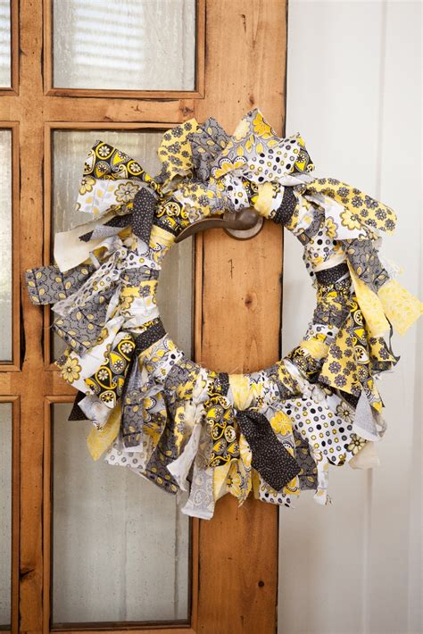 pattern for fabric wreath party tutorials fabric wreath balloon wreath tutorial