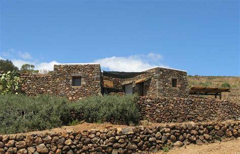 tipiche di pantelleria i dammusi abitazioni tipiche di pantelleria hotelfree it