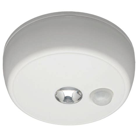 Ceiling Motion Light Mr Beams Wireless Motion Sensing Led Ceiling Light Mb980 The Home Depot