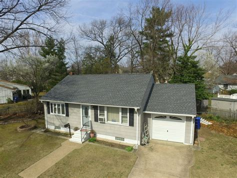timberline pewter grey shingle with white siding gaf timberline hd roofing system with pewter gray shingles